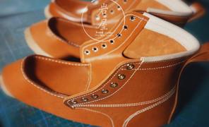 蜜蜡色植鞣牛皮,鞋面也是手缝完