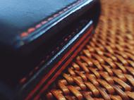 红黑侧边植鞣革名片夹
