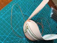 棒球包缝的时候怎样能对其