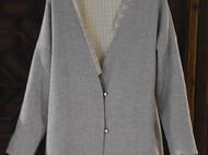 浅灰色羊毛大衣