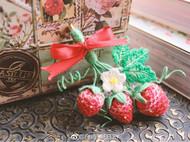 立体刺绣小草莓胸针