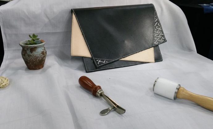 纯手工植鞣革(头层牛皮)+锁绣