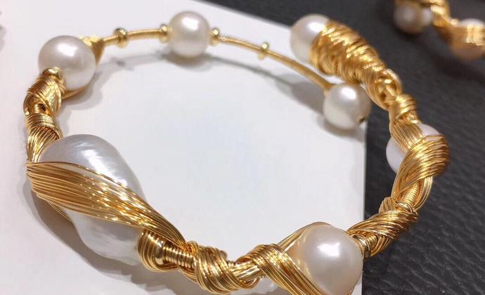 大牌品质 进口14k注金绕线巴洛克异形珍珠开口手镯