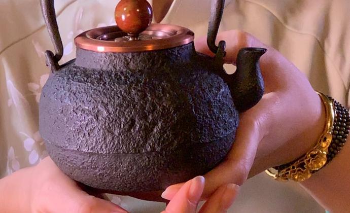 一把手工小铁壶
