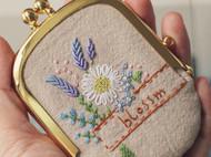 花束刺绣口金包