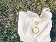 两个刺绣布包