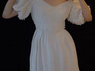 手工复刻的古董婚纱