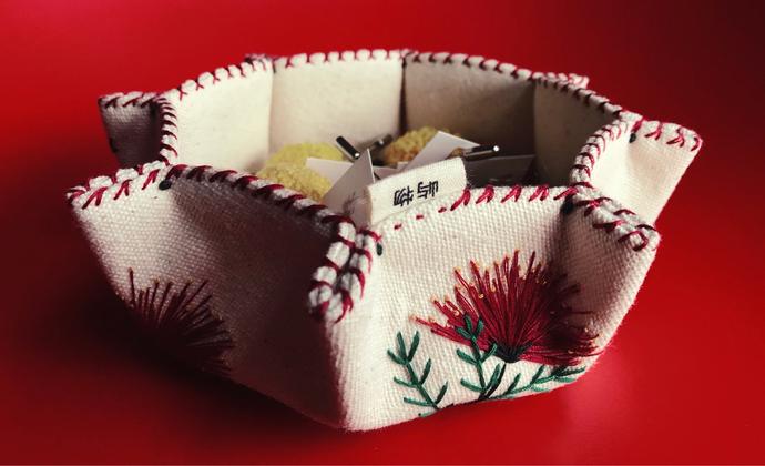 刺绣布艺收纳盒