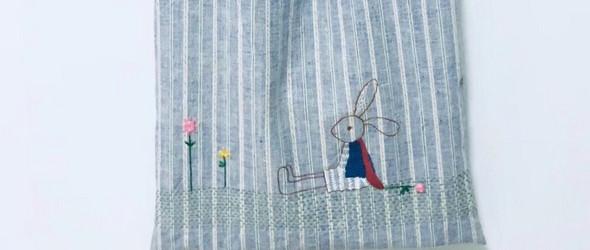 兔子坐下来思考-绣花布包