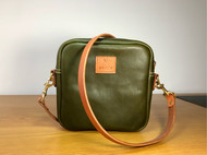 Minerva Box 橄榄绿摔纹 方形拉链包