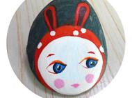 石头上手绘小兔