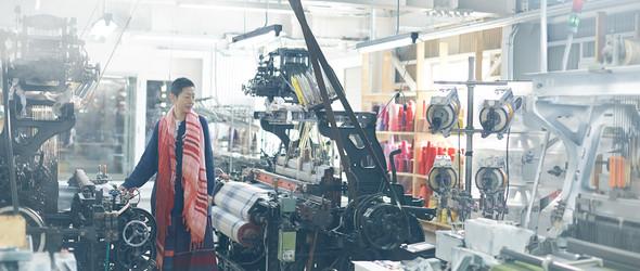 日本播州织作家 玉木新雌 与她创立的 Tamaki Niime 织物品牌