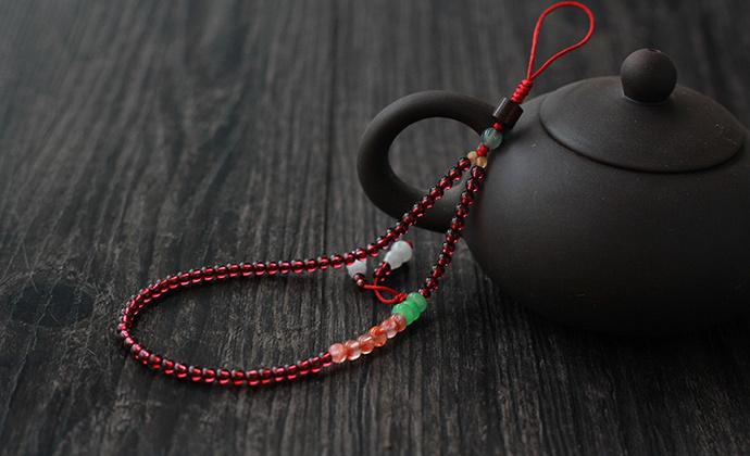 天然酒红石榴石南红玛瑙手机链短款挂件古风精致