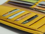 手工植鞣革长款钱包,强对比色冲击引人入胜