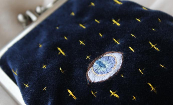 大海手作 宇宙之眼蓝色丝绒 手工刺绣 双层口金包