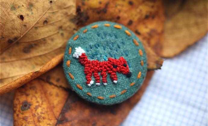暖]系列 原创设计饰品 刺绣胸针 红色狐狸母子胸针 纯手工