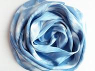 草木染丝巾\江流\材料:蓝靛\面料:真丝素绉缎\尺寸:200*60