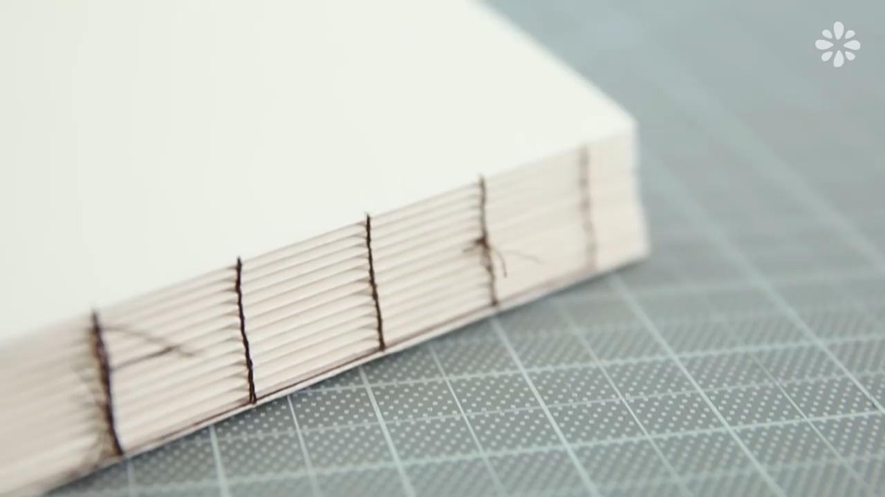 手工线装本装订方法:连环扣式装订法视频教程