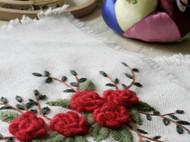 玫瑰绣花杯垫