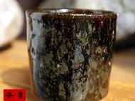 传统龙窑柴烧的粗陶茶杯
