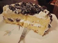有形无神的伪黑森林奶油蛋糕