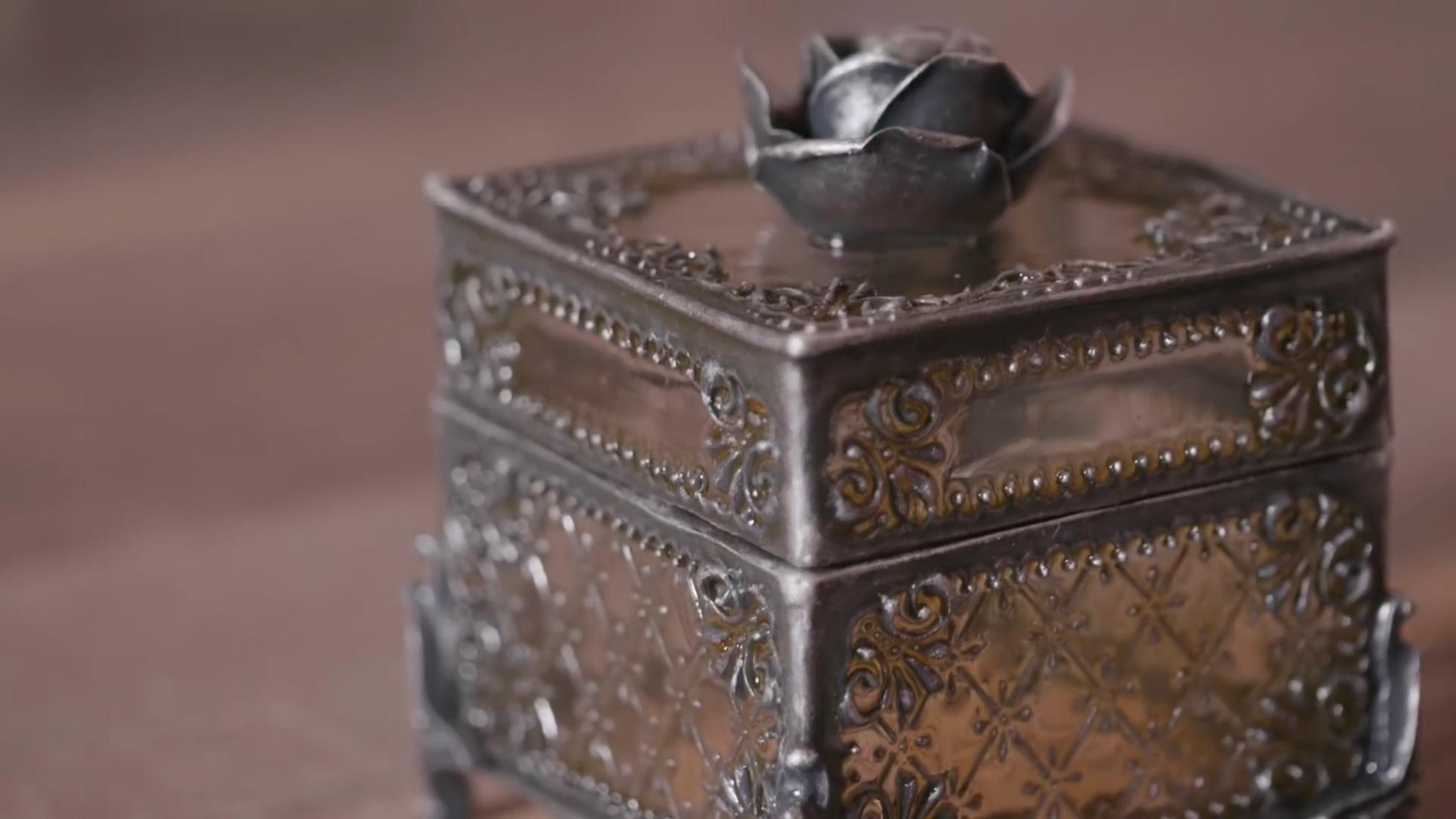 热缩片+液体粘土+环氧树脂=超漂亮的复古首饰盒   DIY手工制作创作过程