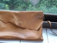 皮子原有的形状,最简洁的缝制,只想留原有的味道。