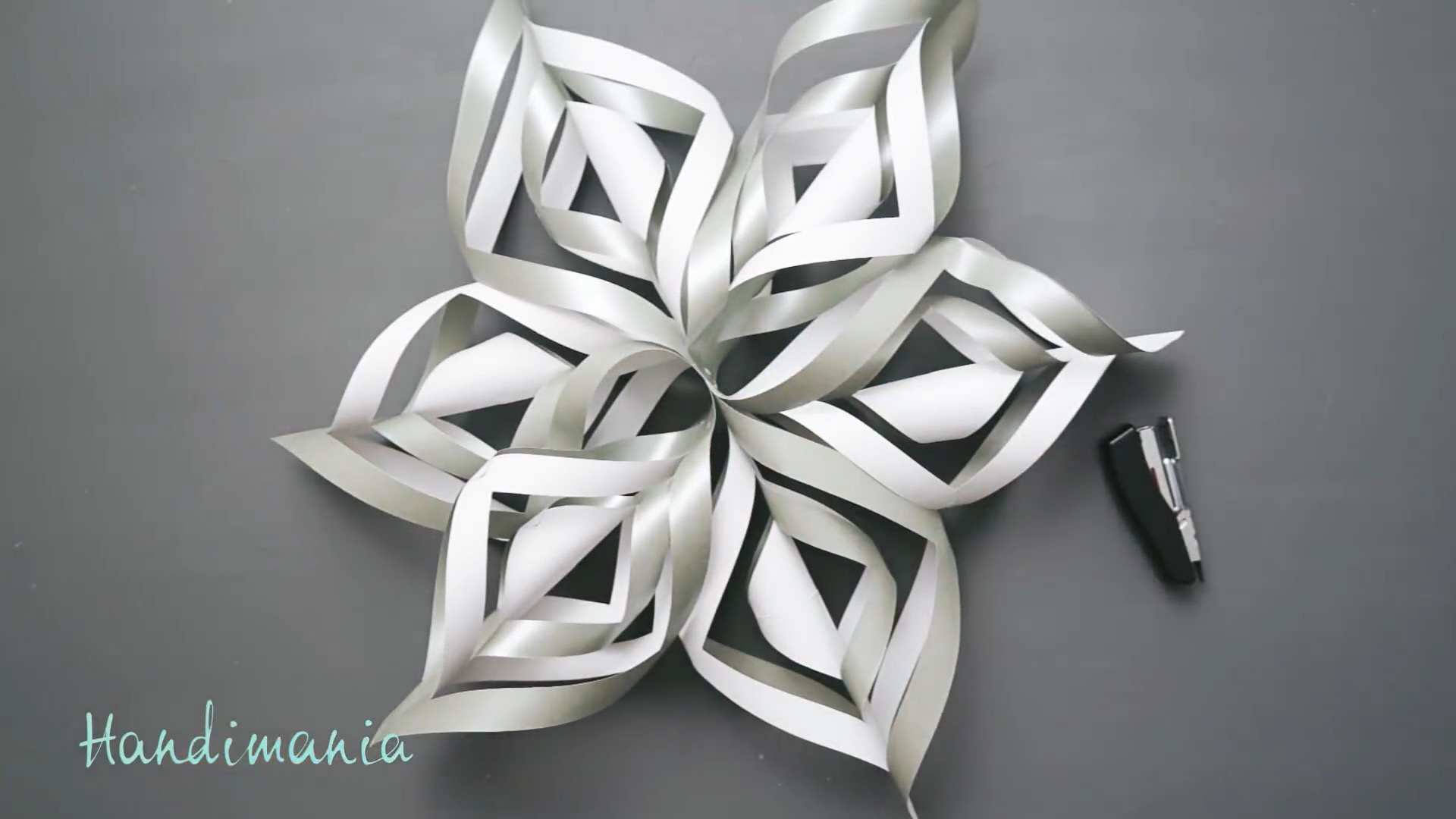 DIY手工剪纸视频教程:3D立体纸艺雪花