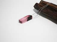 嫣红  原创手工树脂树脂镶嵌血檀木吊坠项链