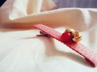 飞羽山楂粉平纹棉布红玛瑙铃铛发卡