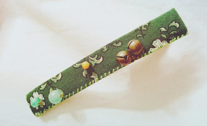 绿底碎花棉布铜铃铛绿玛瑙小玉石珠发卡