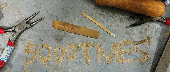 向你分享一个手工雕刻黄铜书签的制作过程~