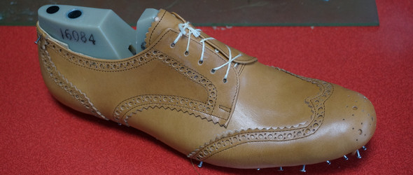 手工鞋制作过程之六-绷楦篇(鞋面与鞋楦固定)