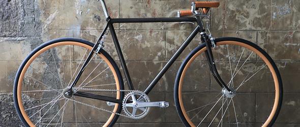 Berluti x Cycles Victoire 联名复古自行车