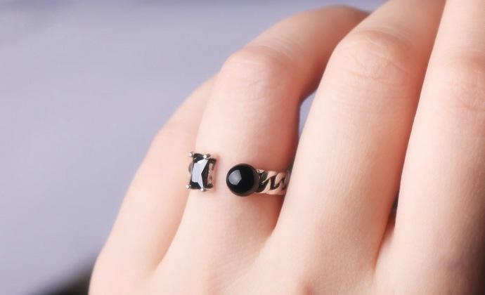 valentinaS925纯银 泰银复古做旧黑玛瑙圆珠方钻开口戒指 女款戒指