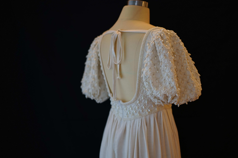 手缝2万颗珍珠!耗时2个月!完美复刻出脑海里的古董婚纱~