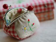 口爱草莓口金包