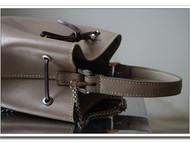象灰色十字纹手提金属链水桶包