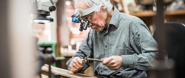 雕金工艺世界里的不老顽童 | 英国银匠与金雕大师 Malcolm Appleby 的艺术之路