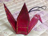 纯手工真皮植糅革染色千纸鹤,汽车祝福平安挂件。