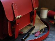 红色意大利BUTTERO植鞣革剑桥包邮差包