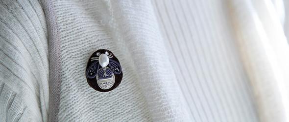 金银线刺绣蜜蜂胸针:日本刺绣艺术家 倉富 喜美代 (Kimiyo Works) 刺绣过程欣赏
