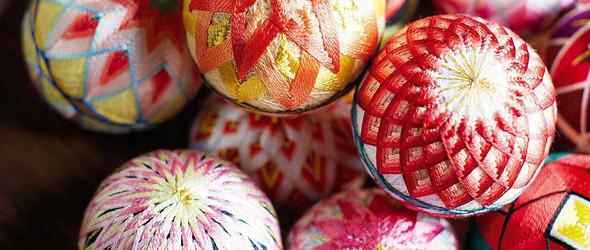 她用12只手鞠球描绘12个月不同的花卉 | 日本手工艺人 小出孝子 的加贺手鞠球(Temari)