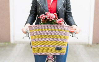 DIY改造自行车篮筐教程:使用彩色毛线编织自行车篮筐