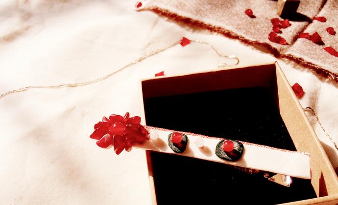 白底樱花棉麻底布红玛瑙琉璃碎雪落樱花造型发卡