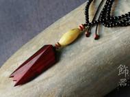 印度小叶紫檀-老料,仿古八刀蝉挂饰,搭配手工磨制的蜜蜡,挂链材质为黑玛瑙。等待懂赏之人。