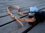 白馬手造 |手工制作皮具 相机挂带 原色植鞣