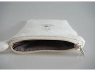 """『不舊小姐』原创手工刺绣""""窗台边的煤油灯""""手机包手拿包"""