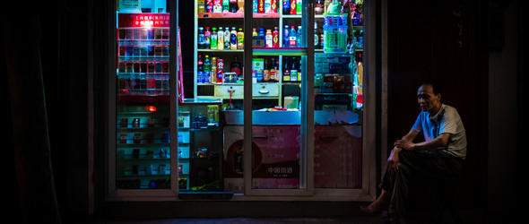 夜幕下的杂货店与上海风景 / Nightshift Shanghai