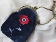 蓝丝绒刺绣狂想手工口金包